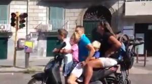Napoli vista dalla Cina: tutti col casco, poca criminalità