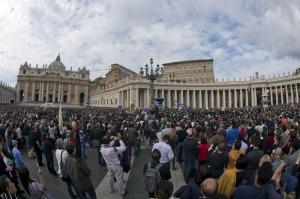A Piazza San Pietro le docce per i senzatetto