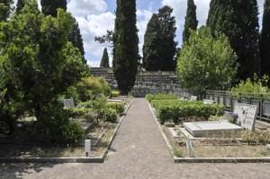 Benevento, cori da stadio dall'altoparlante del cimitero nel giorno dei morti