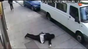 Knockout game a Napoli, banda degli schiaffi manda donna in ospedale