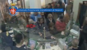 Castellammare, borseggiatore 71enne incastrato dalle telecamere VIDEO