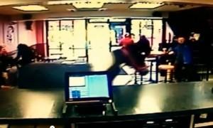 Irlanda, cavallo entra nel ristorante e si avvicina al bancone incuriosito VIDEO