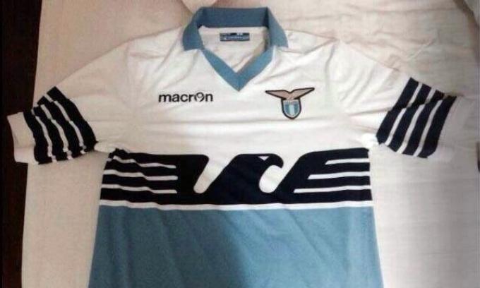 Lazio, maglietta del meno 9 per il girone di ritorno FOTO