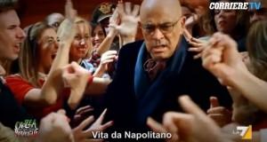 """Maurizio Crozza canta Ligabue: """"Vita da Napolitano"""" VIDEO"""
