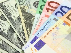 Pil Usa +5%, Euro sotto 1.22 dollari. E rendimento Btp a 10 anni in picchiata