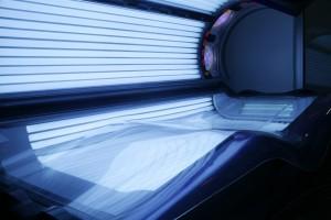 Lampade solari e tumori della pelle: il legame è certo. Arrivano divieti