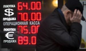 Russia, corsa ai negozi a liberarsi del rublo. Riunione d'emergenza del governo