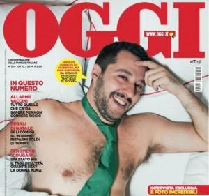 Matteo Salvini a petto nudo (e a letto) sulla copertina di Oggi FOTO