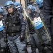 Jobs Act: uova contro agenti, polizia carica corteo studenti e Cobas a Roma19