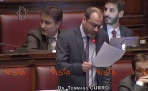 """Tommaso Currò lascia M5s. Ex colleghi si scatenano: """"Marcio"""", """"scouting Renzi"""""""