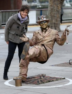 """Paul Edmeades: """"La mia vita da statua vivente: sputi, pipì cani..."""""""