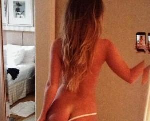 """Vigevano, prof invia selfie nuda a studenti su WhatsApp: """"Non era per voi..."""""""