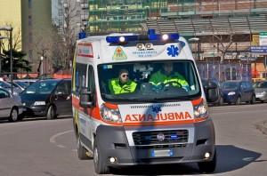 Civitanova: ambulanza ferma al passaggio a livello, anziano muore di infarto