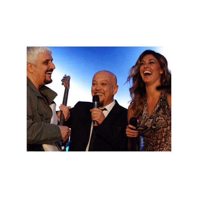 Belen Rodriguez, nuova foto con Pino Daniele e gaffe in spagnolo