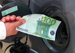 Benzina, non rinnovata la tassa da 75 milioni. Prima volta dal 1936