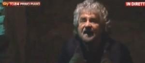 """Beppe Grillo, controdiscorso. """"Napolitano magari si dimette"""". Poi legge Calvino"""