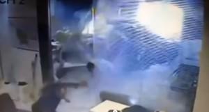 Brasile, pick-up sfonda parete ufficio: impiegata salva per miracolo