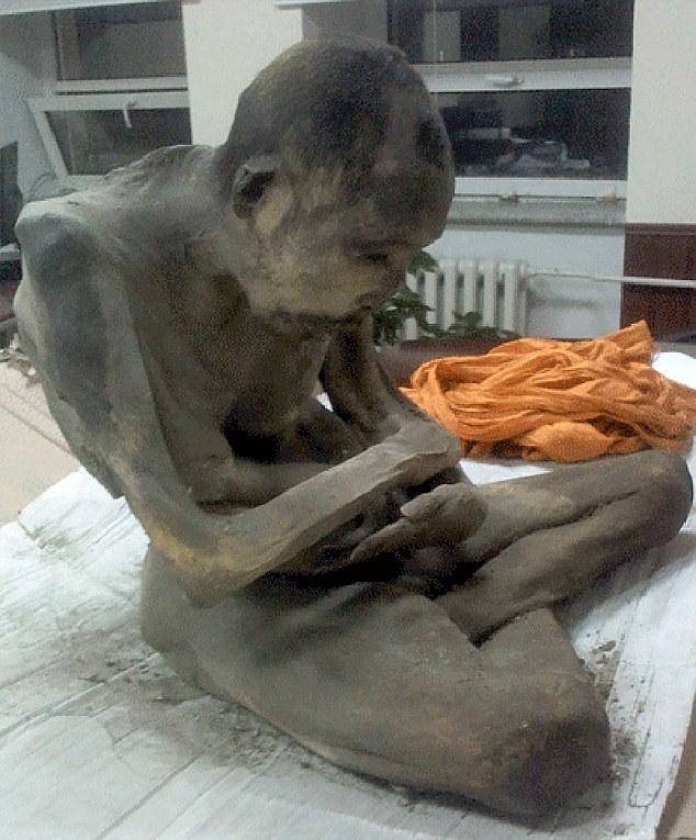Mummia di monaco buddista che medita rinvenuta in Mongolia