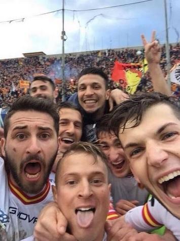 Messina-Reggina, Amato Ciciretti come Totti: gol e selfie sotto la Curva FOTO