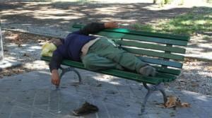 Napoli: cadavere su panchina giardini pubblici. Forse morto per il freddo