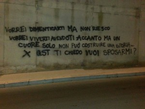 "Bari, Antonio Decaro su Fb: ""Usa Whatsapp, imbecille"". Aveva imbrattato muro"
