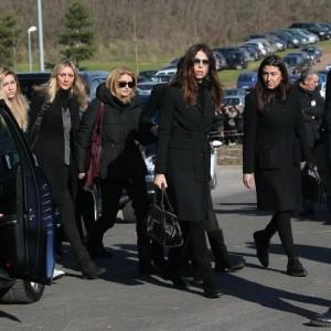I funerali di Pino Daniele: Fabiola Sciabbarrasi è la seconda da destra, Amanda Bonini la seconda da sinistra (foto Ansa)