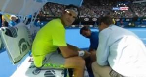 Roger Federer punto da ape durante Australian Open