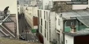 Charlie Hebdo, giornalisti sotto il fuoco dei terroristi scappano su tetti VIDEO