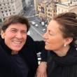 Gianni Morandi, selfie sulla terrazza dell'hotel