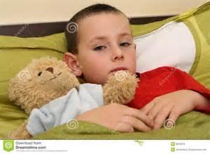 Bimbo a letto con l'influenza