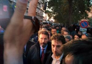 """Ignazio Marino a Tor Sapienza: """"Sposteremo centro immigrati"""""""