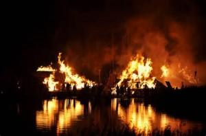 Villaggio in fiamme