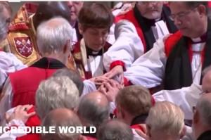 """Libby Lane, primo vescovo donna. Prete grida: """"Non è scritto nella Bibbia"""" VIDEO"""