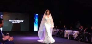 """Vladimir Luxuria sfila in abito da sposa VIDEO. Scritte xenofobe: """"L'Aids uccide, fateci sognare"""""""