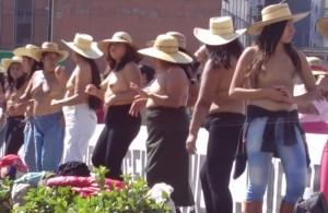 Città del Messico, movimento 400 Pueblos manifesta ballando in topless VIDEO