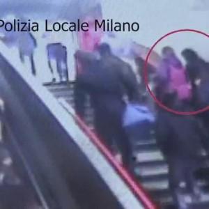 "Metro Milano, video incastra ""banda algerini"": arrestati 8 borseggiatori"