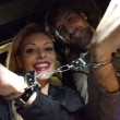 Tamara Pisnoli e Arnaud Mimran, una foto in manette pubblicata su Instagram