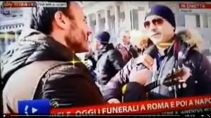 Funerali Pino Daniele a Napoli, rissa durante collegamento VIDEO