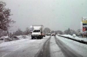 Meteo, freddo e neve sull'Italia, rischio valanghe. Da martedì migliora