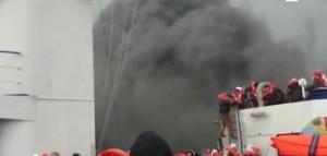 Norman Atlantic, passeggeri vicino a fumo e fiamme in attesa dei soccorsi