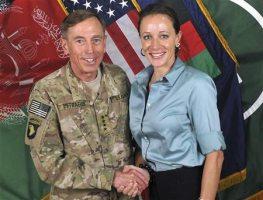 Il generale David Petraeus con la sua amante Paula Broadwell
