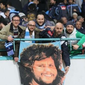 Napoli, i tifosi ricordano Pino Daniele