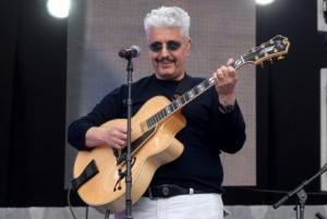 Pino Daniele, mistero furto: rubano solo due chitarre, cercavano altro?