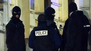 """Parigi, Berlino, Belgio...L'attacco continua. Valls: """"La minaccia non è finita"""""""