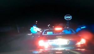 Usa. Alza le mani, il poliziotto lo uccide lo stesso. Con sei colpi. VIDEO