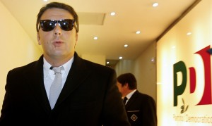 """Renzi """"serial killer"""": Berlusconi ultima vittima, dopo Grillo ed ex comunisti"""