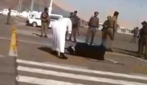 """Arabia Saudita, decapitata davanti alla folla urla disperata: """"Sono innocente"""""""