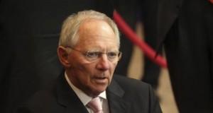 """Grecia, Schaeuble: """"Ok flessibilità ma rispetti regole"""".Padoan: """"Noi non le stiamo violando"""""""