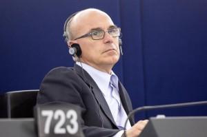 Carlo De Benedetti a Renato Soru: pagato Iva, rimborsa. Salva Berlusconi non vale