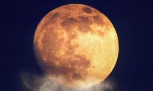 Superluna rossa, eclissi, comete: cielo spettacolare nel 2015
